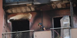 uomo brucia la casa per vendicarsi