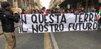 Catania studenti festeggiano tricolore