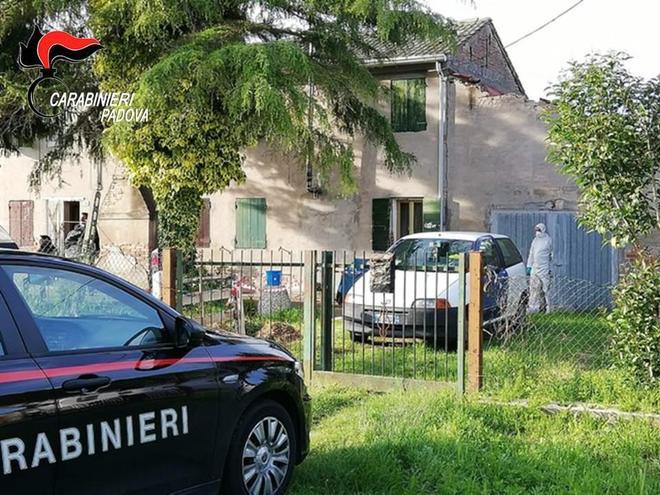 Padova due anziani sepolti nella legnaia