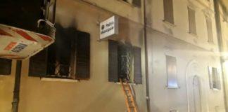 incendio doloso nella sede della polizia municipale