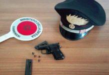 pistola nascosta nel calciobalilla